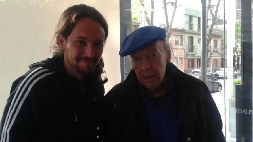 Pablo Iglesias con el escritor Eduardo Galeano en Uruguay