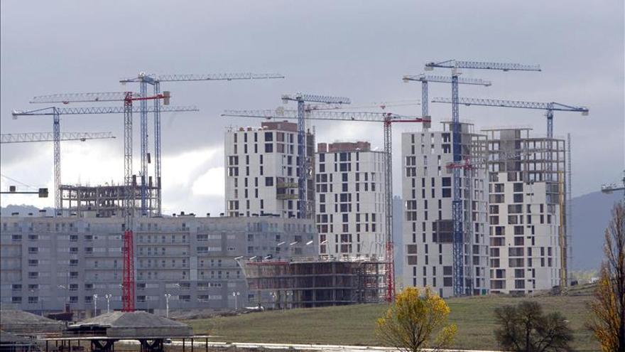 La compraventa de viviendas sube el 13,8 por ciento y suma trece meses al alza