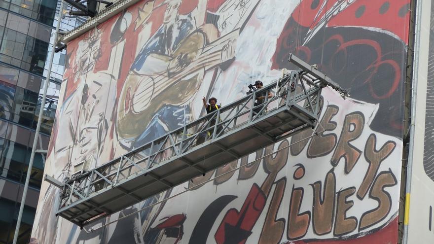 Imagen del mural pintado por Domingo Zapata en Times Square.