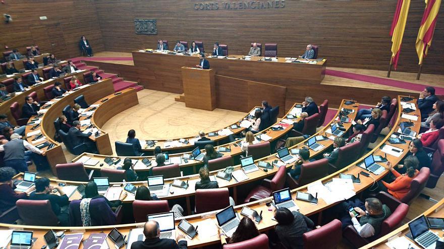 El diputado socialista José Muñoz interviene en el pleno de las Corts Valencianes