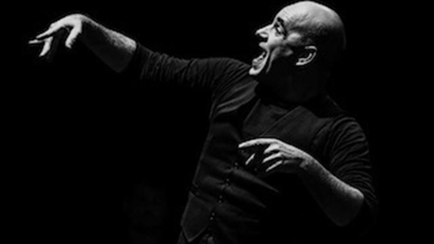 El maestro internacional de mimos José Piris trae su espectáculo a Cantabria.