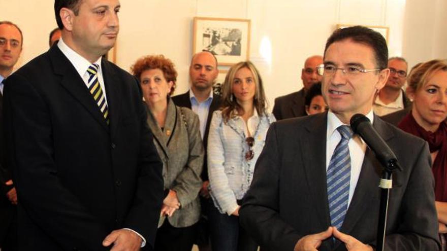 El alcalde de Onda, Salvador Aguilella, junto al delegado del Gobierno, Serafín Castellano
