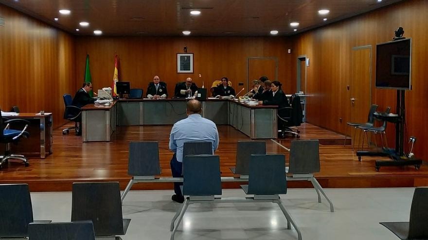 Condenan a un hombre por insultar y empujar a Alberto Garzón por tener ideología distinta a él