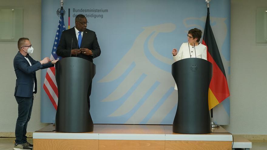 Austin anuncia en Berlín que EEUU incrementará sus tropas en Alemania