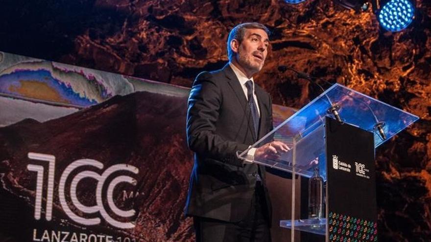 El presidente del Gobierno de Canarias, Fernando Clavijo, durante su intervención en el acto inaugural del centenario del artista César Manrique.