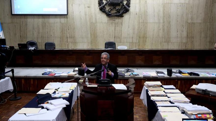 Pérez Molina y Baldetti procesados por saqueo del Estado de Guatemala