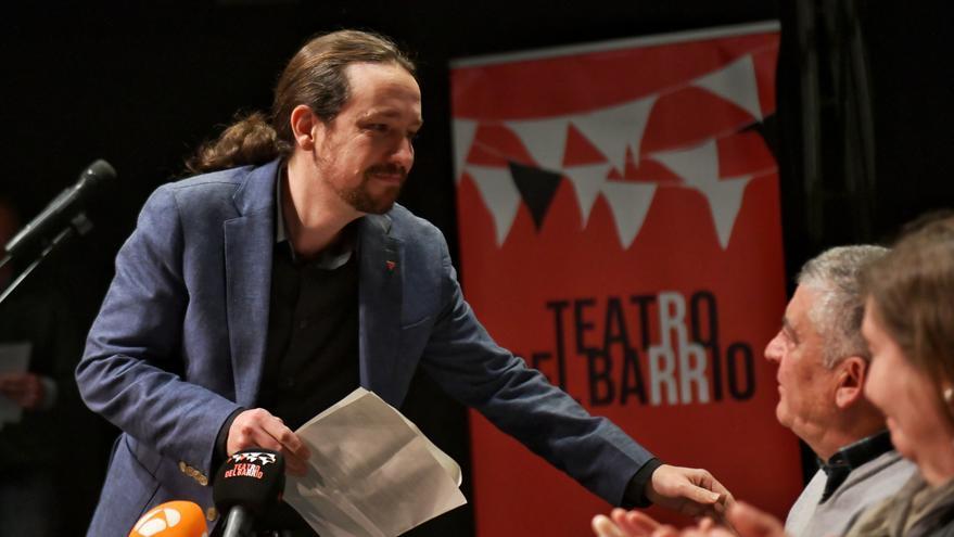 El vicepresidente Pablo Iglesias, en la apertura del homenaje de las víctimas de la Semana Negra de Madrid, en el Teatro del Barrio.