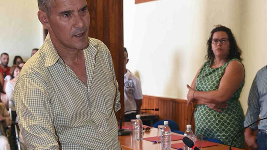 Juan Valencia, en su toma de posesión como concejal / Foto: Ayuntamiento de San Bartolomé.