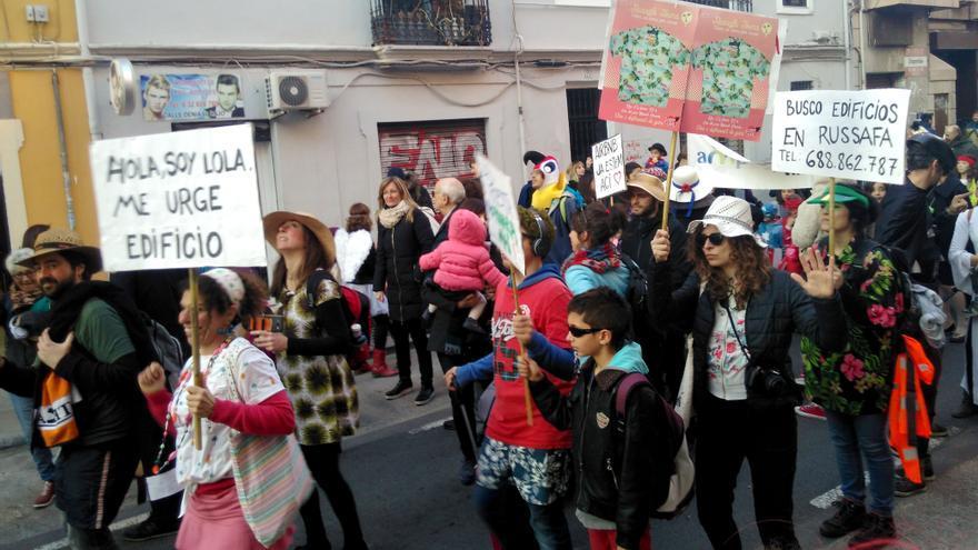 Algunos de los participantes en el carnaval reivindicativo del barrio de Russafa