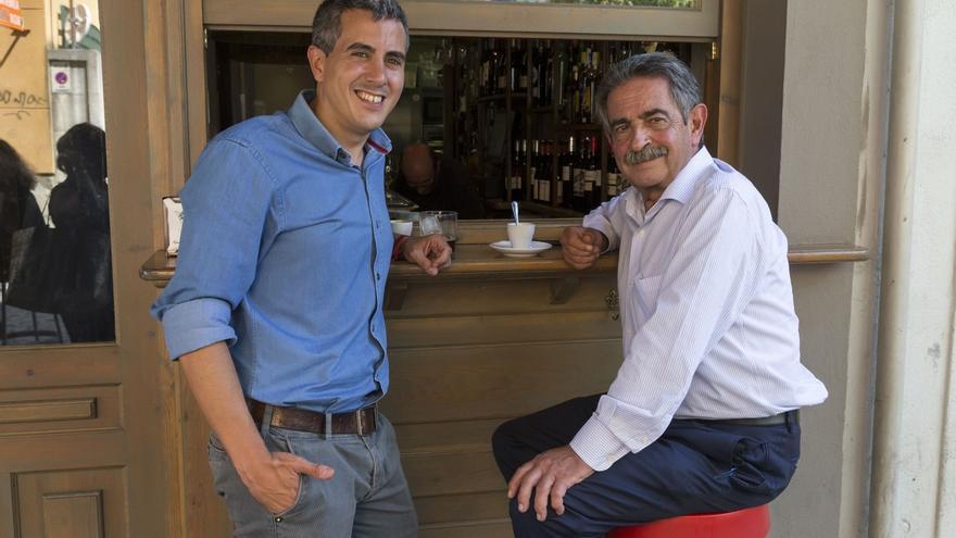Zuloaga llama por teléfono a Revilla para comunicarle los cambios acordados por la dirección del PSOE en el Gobierno