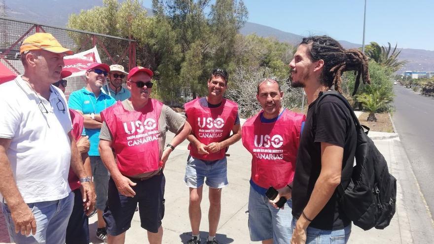 El diputado de Unidas Podemos, Alberto Rodríguez, visita a los trabajadores de Kalise que están en huelga desde el 1 de agosto.