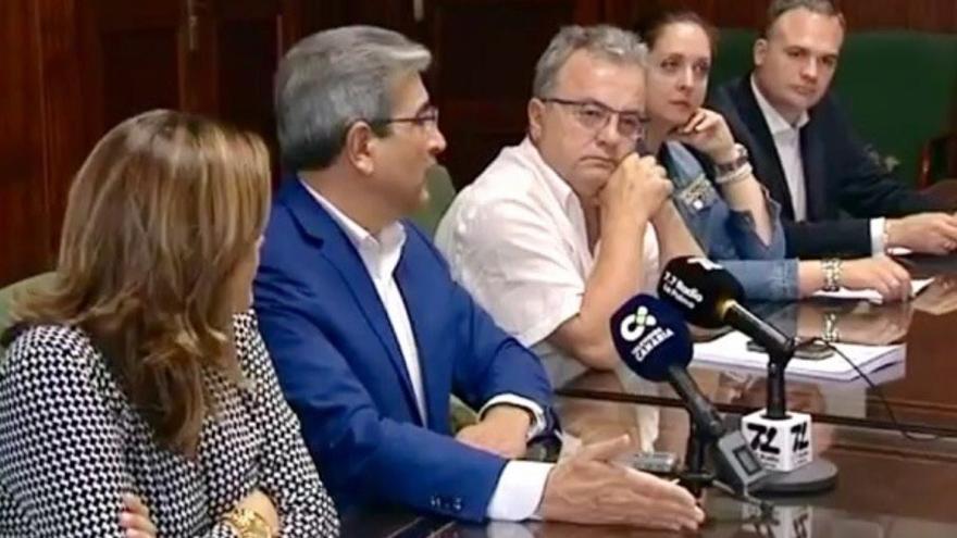 Román Rodríguez con dirigentes de Nueva Canarias en La Palma.