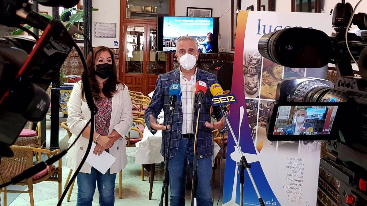 El alcalde de Lucena, Juan Pérez, interviene en la presentación del Plan de Turismo Sostenible.