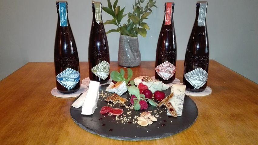 Tabla de quesos y cuatro cervezas premium, oferta en La Carbonera
