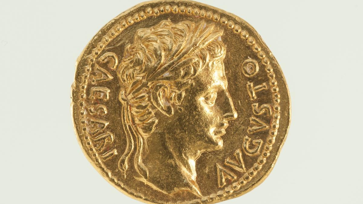 El anverso del áureo romano.