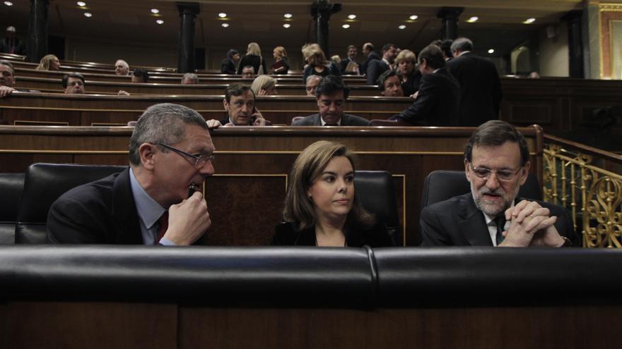El PSOE pregunta a Sáenz de Santamaría por qué nadie del Gobierno da la cara por la reforma en el Congreso