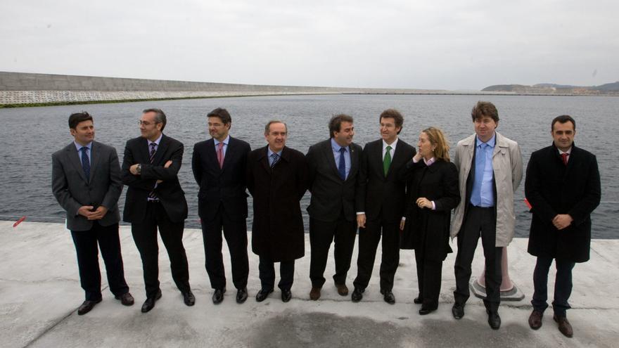 Feijóo, Ana Pastor y otros cargos visitando el puerto exterior de A Coruña en 2012, uno de los años en los que Cuentas ha puesto el foco