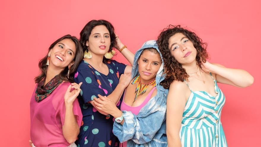 LADAMA, un grupo de cuatro mujeres, Lara Klaus, Daniela Serna, Mafer Bandola y Sara Lucas, de países y culturas diferentes.