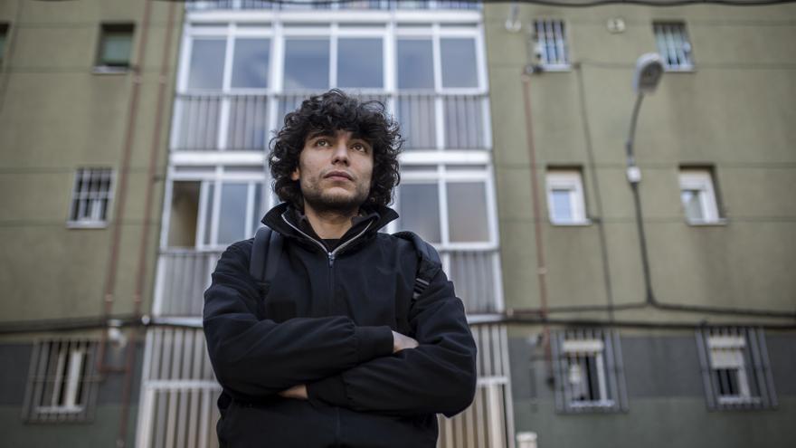 Yasin piensa en irse fuera, pero hay que tener dinero para eso, explica / OLMO CALVO