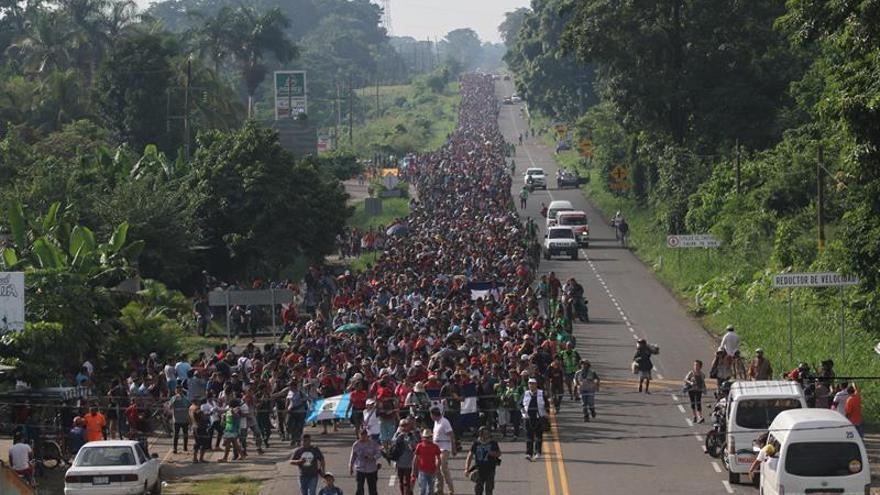 Migrantes hondureños caminan hacia la ciudad de Tapachula, trayecto obligado rumbo a su objetivo, Estados Unidos.
