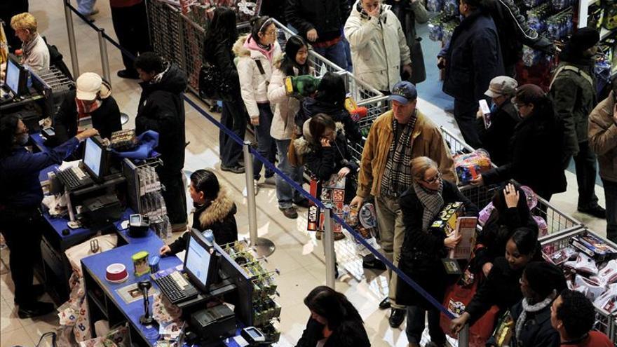 La confianza del consumidor de EE.UU. sube a su cota más alta en casi seis años