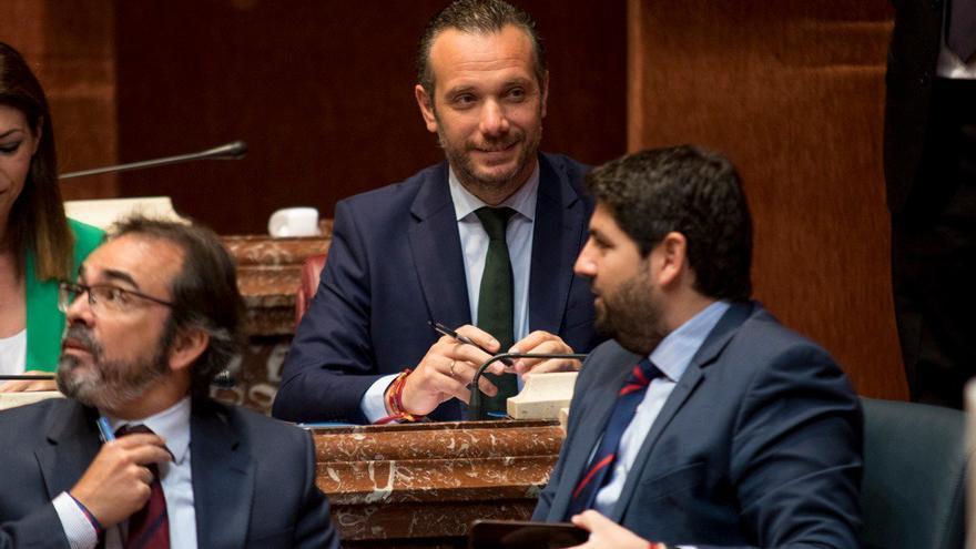El portavoz del Grupo Parlamentario Popular, Joaquín Segado, durante la sesión de investidura