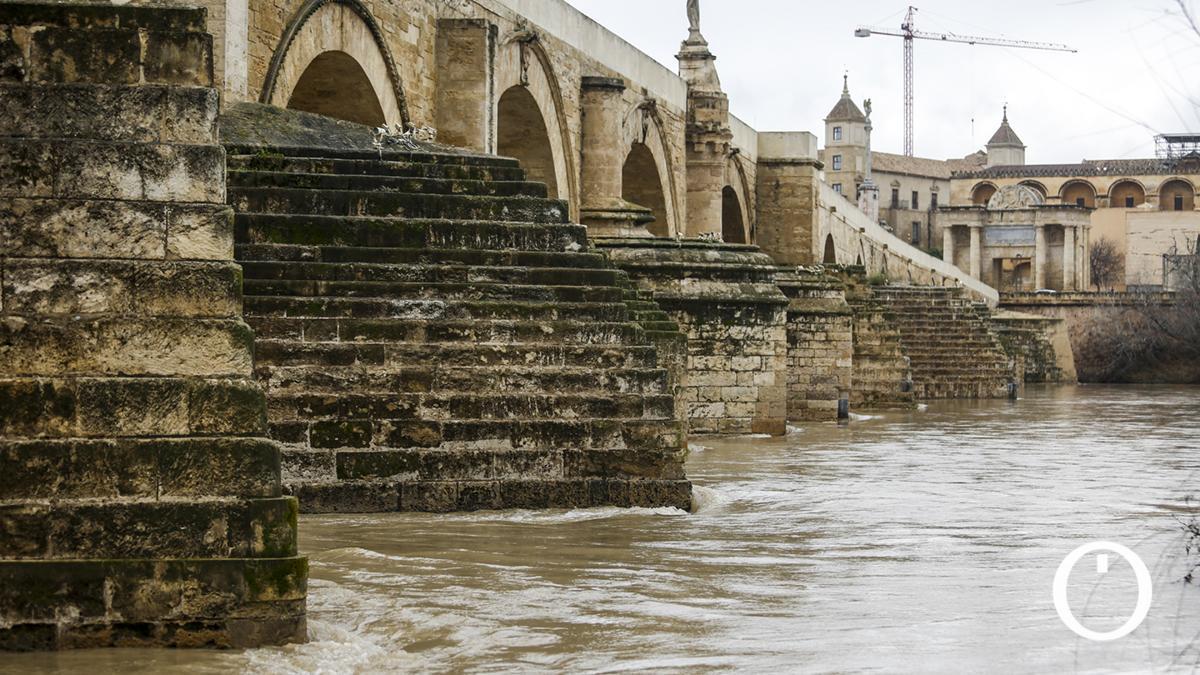 El Guadalquivir bajo el Puente Romano de Córdoba