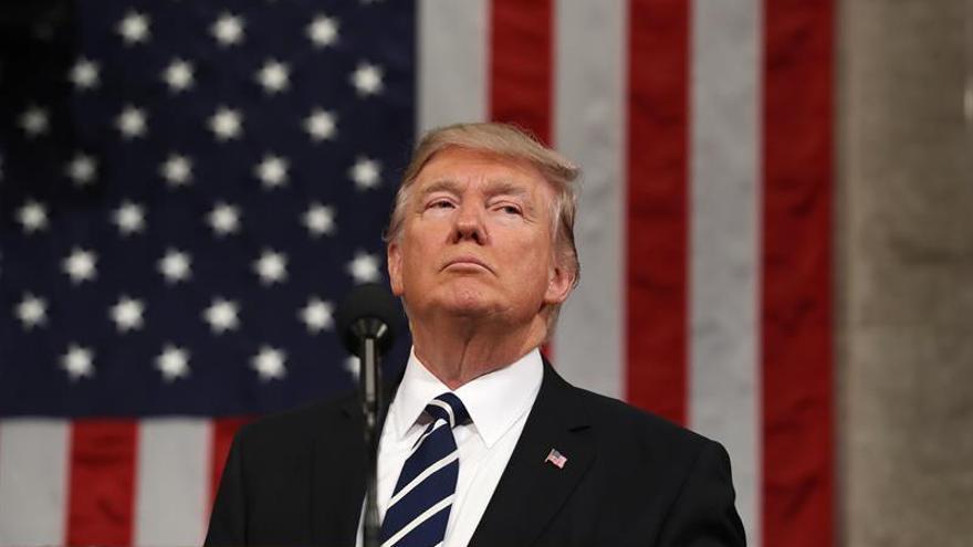 """Trump dice que Kim Jong-un es """"resistente"""" y no excluye la opción militar"""