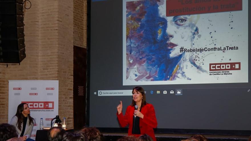 La cineasta Mabel Lozano en la charla que ofreció en el Círculo de Arte / Antonio Seguido