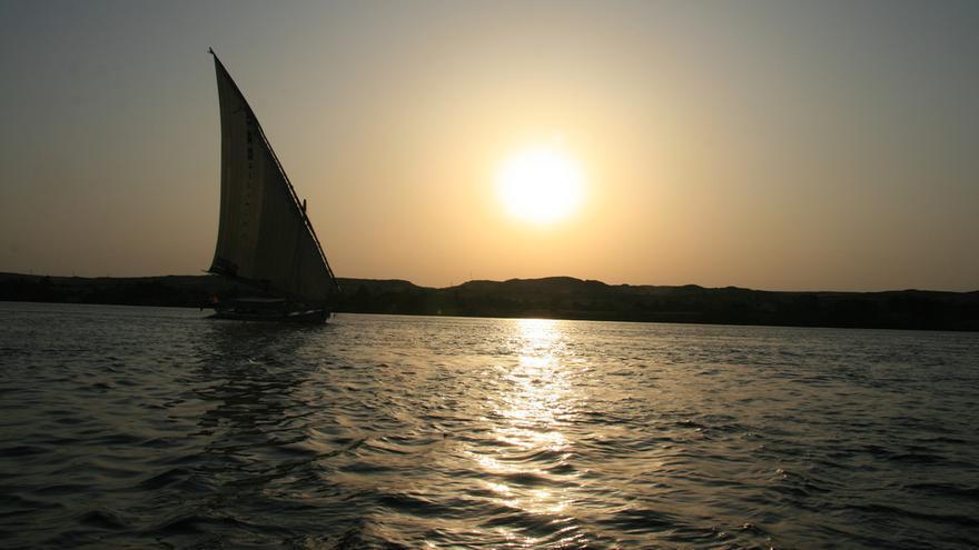 Una faluca a plena vela; imagen idílica del Alto Nilo. Karl Schneider (CC)