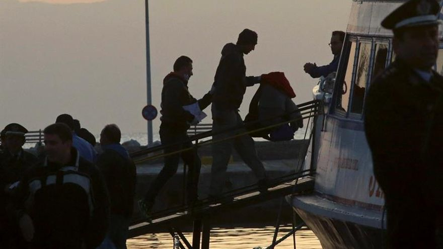Un barco de Frontex rescata 58 refugiados al suroeste de la península del Peloponeso