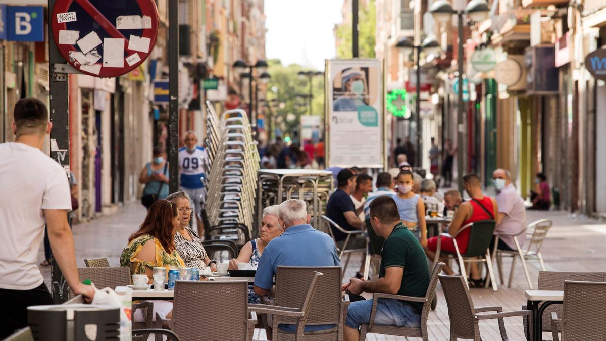 El barrio Delicias de Zaragoza es uno de los barrios con mas contagios de Covid-19. EFE/Toni Galán