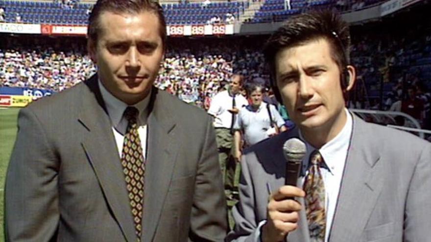 Carlos Martínez y Michael Robinson en una imagen de hace 30 años en el Heliodoro.
