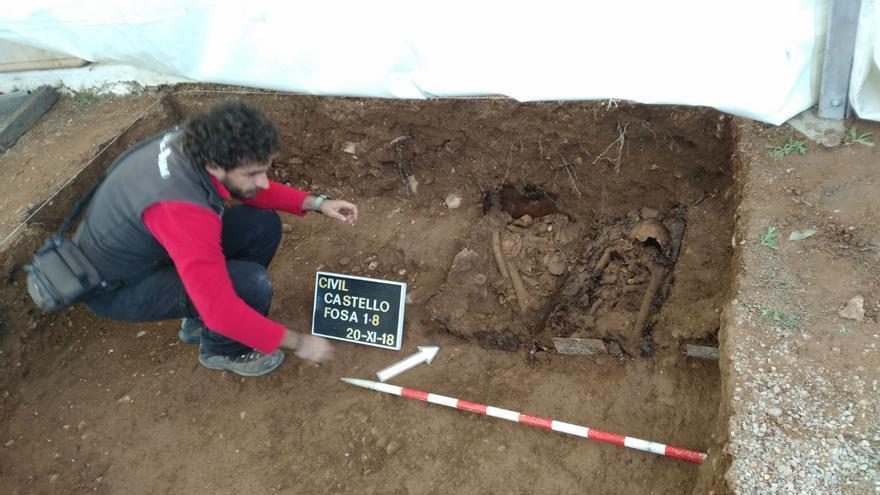 El equipo de arqueólogos identifica restos humanos encontrados en el lugar de la fosa de Castellón