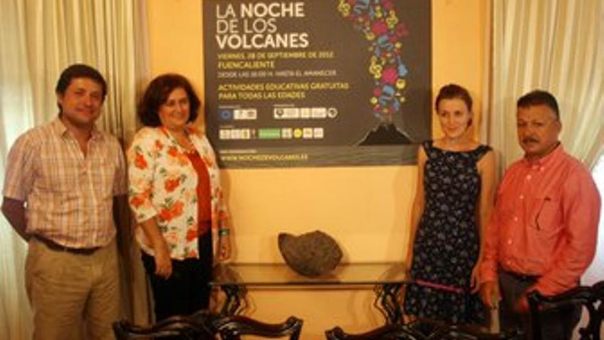 La presidenta del Cabildo de La Palma, Guadalupe González (segunda por la izquierda) en la presentación de la Noche de los Volcanes.