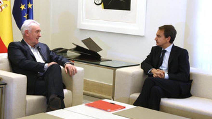 Zapatero con Cayo Lara en la Moncloa
