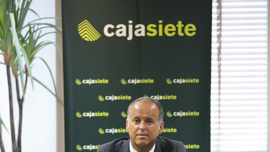 Manuel del Castillo, director general de Cajasiete, en la sede central de la entidad (Santa Cruz)