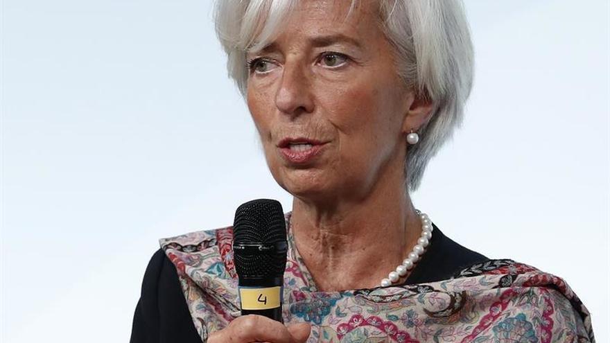 """Lagarde adelanta una """"optimista"""" revisión al alza del crecimiento global del FMI"""