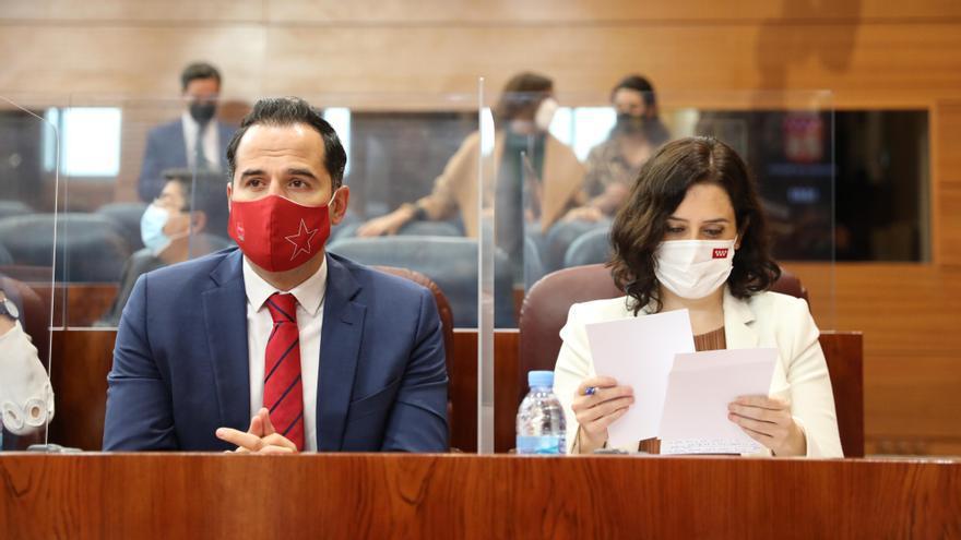 Isabel Díaz Ayuso e Ignacio Aguado, en la Asamblea de Madrid