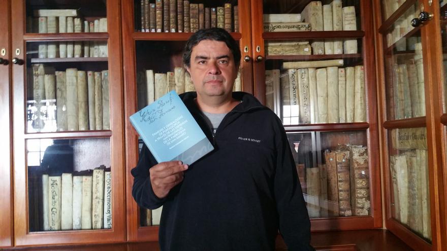 Horacio Concepción es investigador y pintor. Foto: LUZ RODRÍGUEZ.