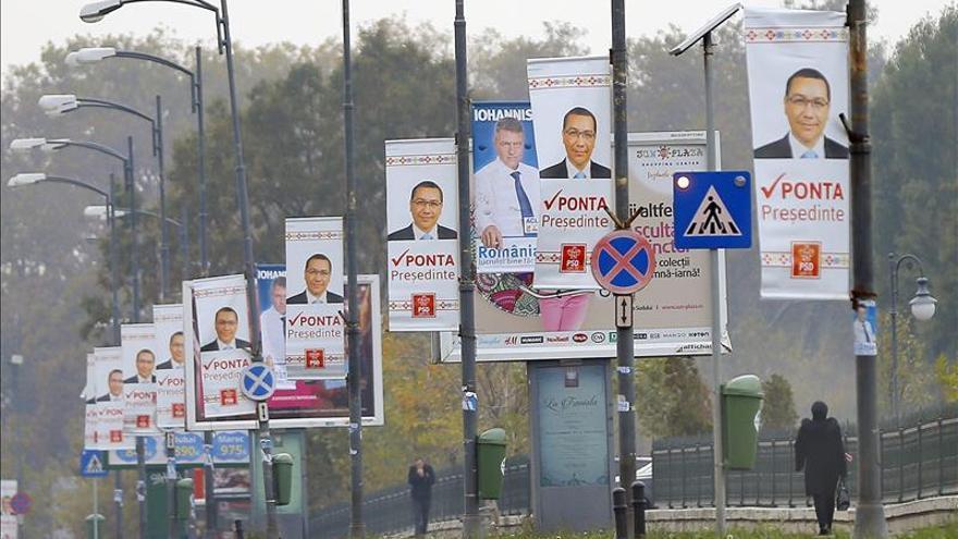 Dimite otro ministro de Exteriores rumano por el caos del voto de emigrantes