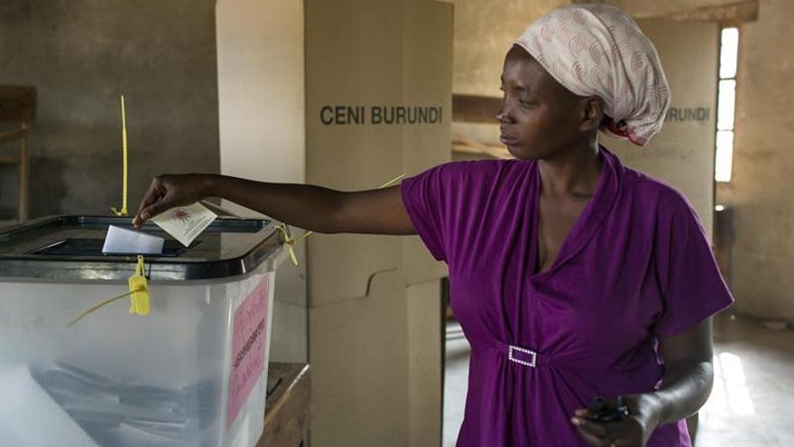 HRW: Gobierno Burundi reprime a los opositores al voto a la extensión del mandato del presidente