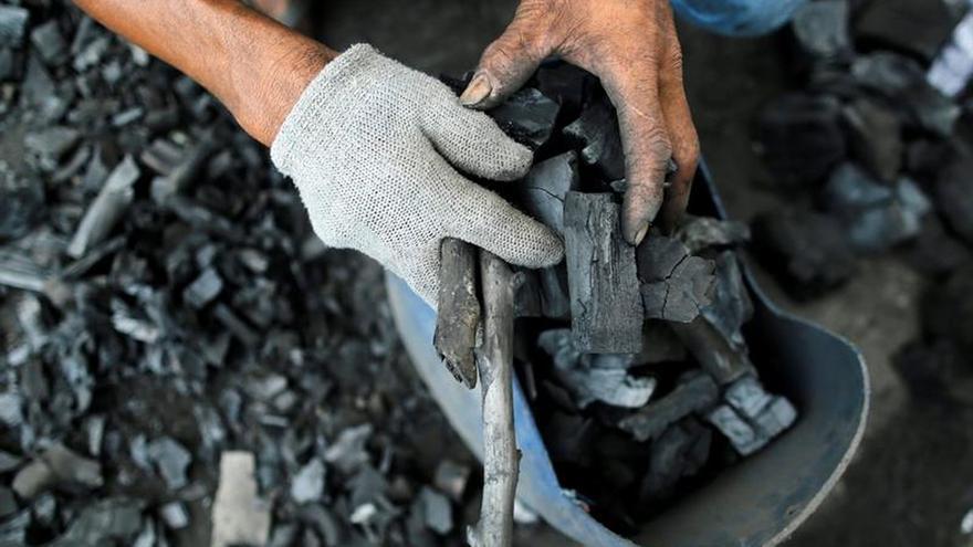 La AIE prevé una demanda de carbón estancada hasta 2021 y procedente de Asia