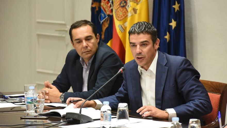 Narvay Quintero, a la derecha, en la comisión parlamentaria