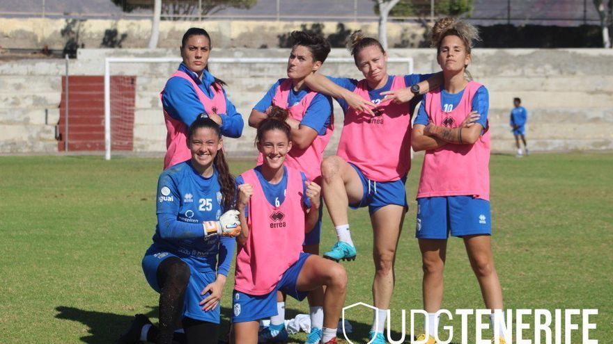 Las jugadoras del Granadilla tras un entrenamiento en Villa Isabel.