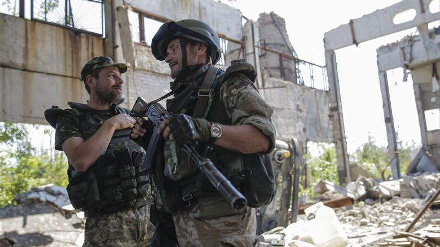 El Gobierno de Ucrania impone un bloqueo comercial a Crimea