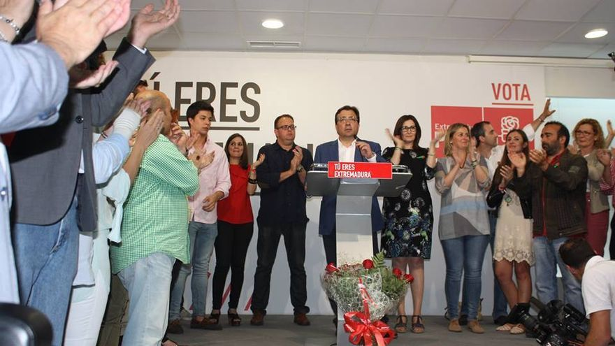 Momento de celebración en la sede del PSOE tras la victoria de Guillermo Fernández Vara / PSOE