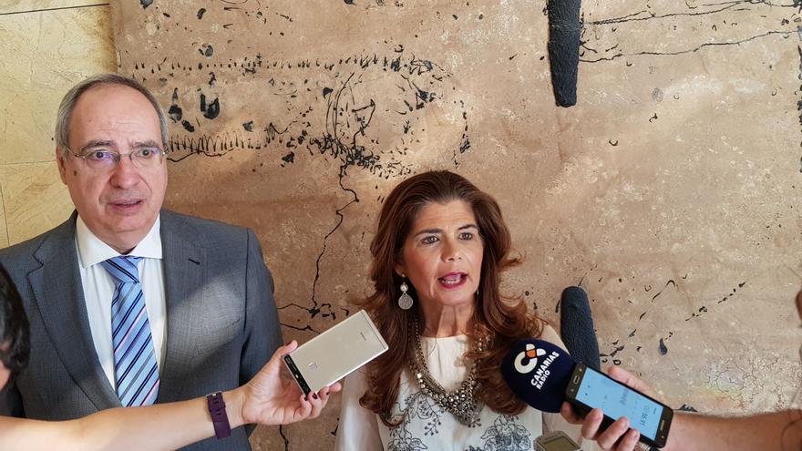 El presidente de Acadur, José Juan Santana, y la consejera de Política Territorial del Cabildo de Gran Canaria Inés Miranda.
