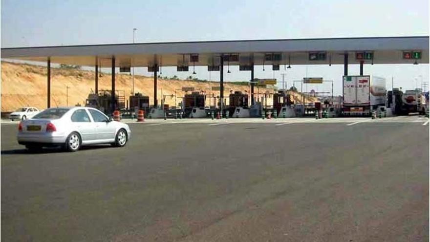 La autopista Alicante-Cartagena se libra del rescate al pactar con sus bancos una quita del 30% / EUROPA PRESS