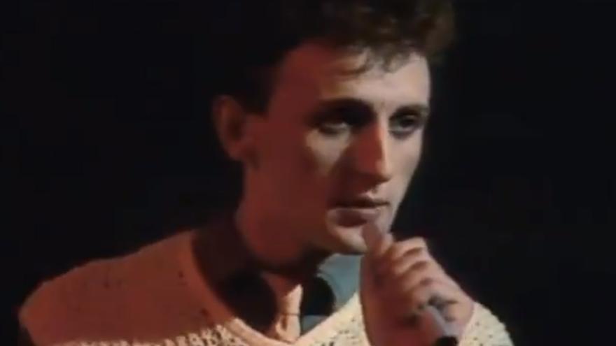 Javier Pérez Grueso, también conocido como Javier Furia, durante una actuación en Popgrama cantando 'Enamorado de la moda juvenil'